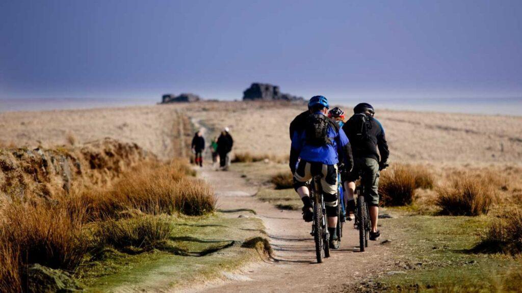 The Dartmoor Way Cycle Routes Devon-min