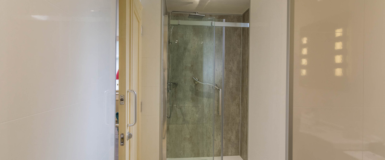 With Separate Walk-in Shower