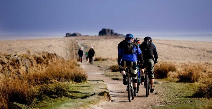 PhotoThe Dartmoor Way Cycle Routes Devon-min