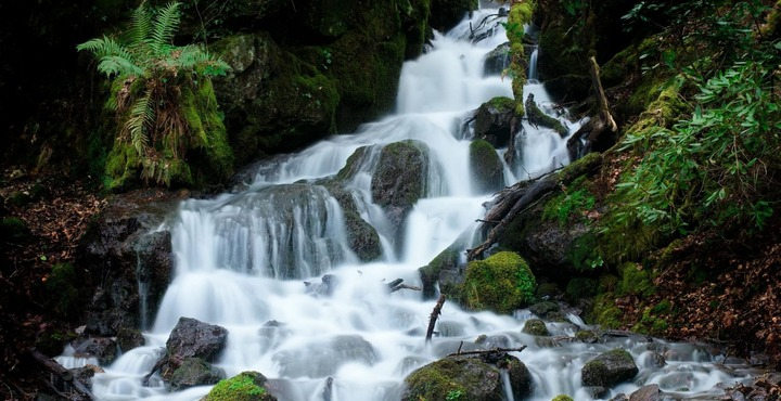 PhotoVenford Reservoir Waterfall-min